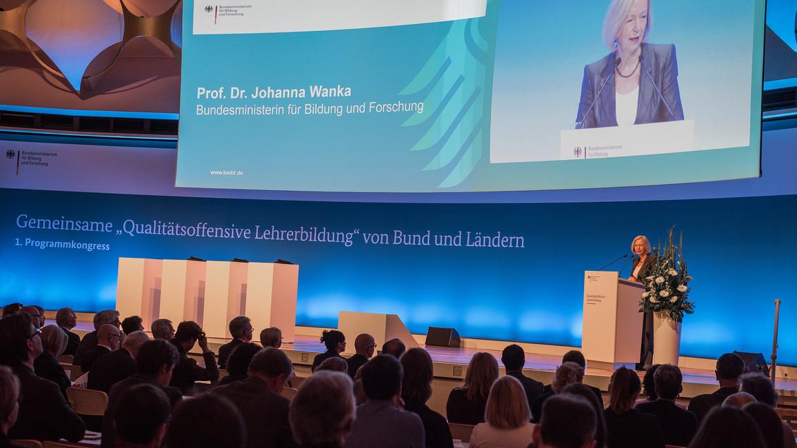 Bundesministerin Johanna Wanka eröffnet den Kongress