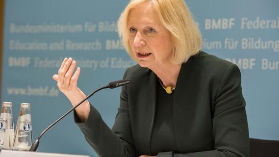 Bundesministerin Johanna Wanka stellt Bildungsoffensive des BMBF für die digitale Wissensgesellschaft vor