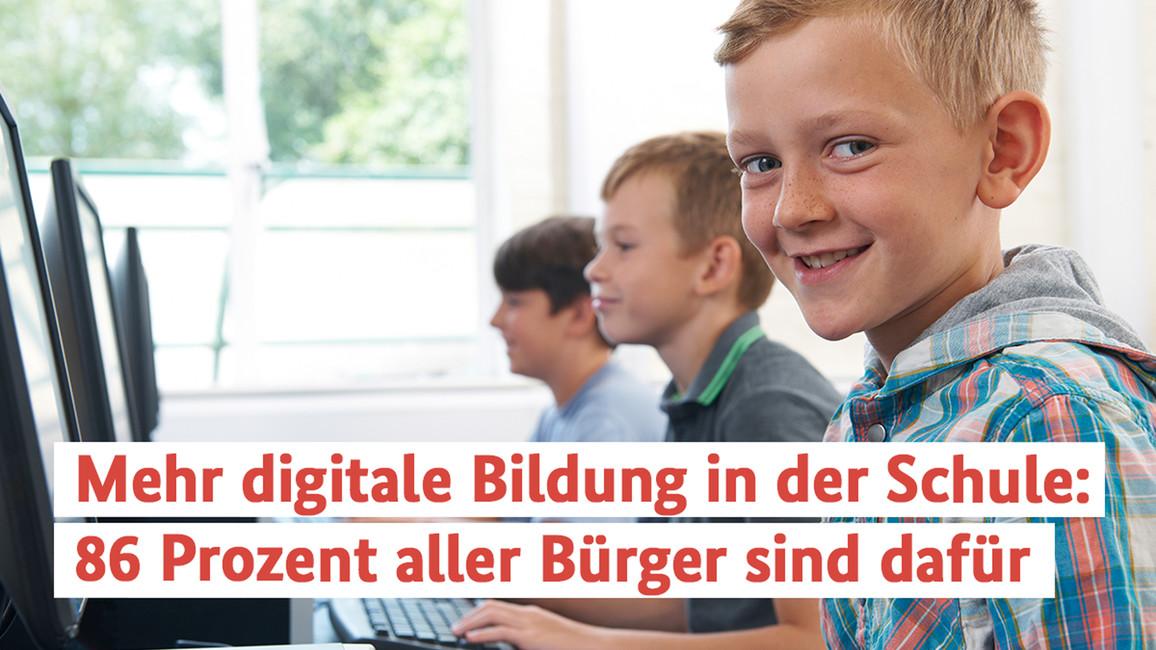 Grundschulkindern in einer Computer-Klasse