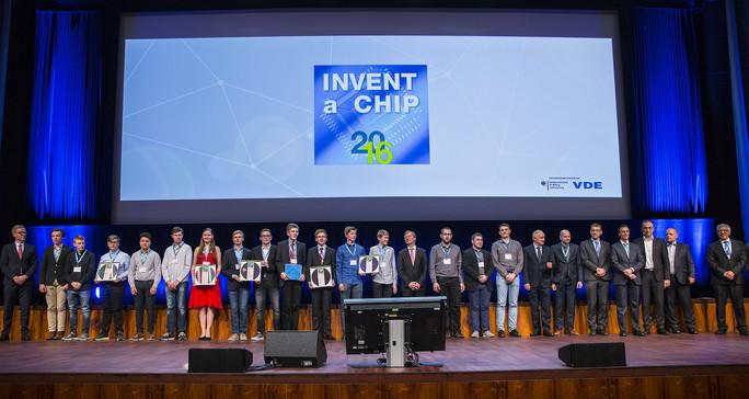 Die Preisträger auf der INVENT a CHIP Preisverleihung 2016 beim VDE-Kongress in Mannheim.