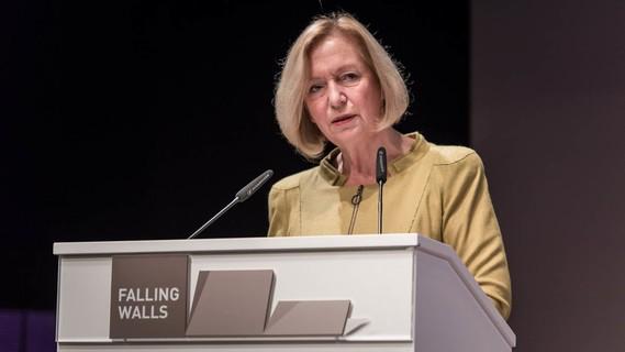 Bundesministerin Johanna Wanka bei der Falling Walls Konferenz 2016