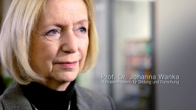 Poster zum Video Johanna Wanka zu digitaler Bildung