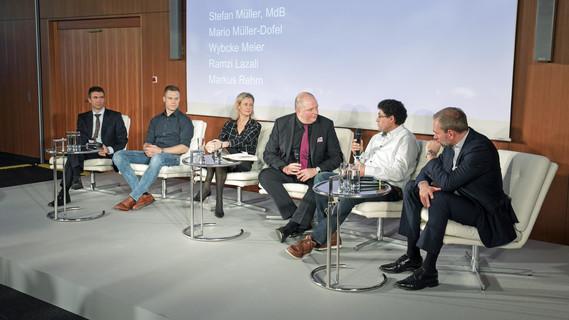 Zum 20. Jubiläum des AFBG diskutieren prominente berufliche Aufsteiger bei der Veranstaltung im BMBF.