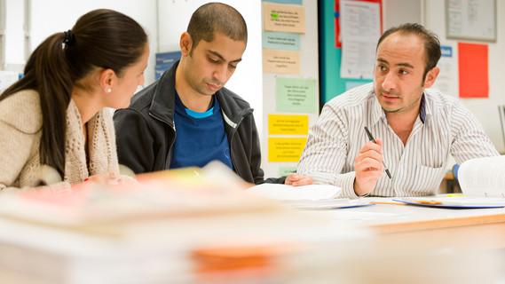 Zahlreiche Beratungsangebote erleichtern ausbildungswilligen Unternehmen und Flüchtlingen das Zusammenfinden.