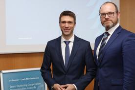 Stefan Müller, Parlamentarischer Staatssekretär beim BMBF und Stanislav Stech, stellvertretender Bildungsminister der Tschechischen Republik, beim Deutsch-Tschechischen Treffen zur Energieforschung.