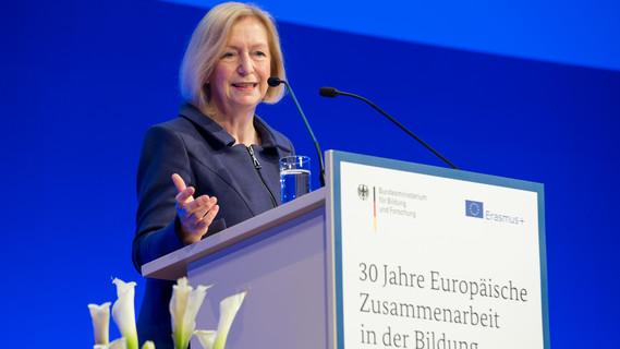 Bundesbildungsministerin Wanka auf der Festveranstaltung Erasmus+ am 24.01.2017