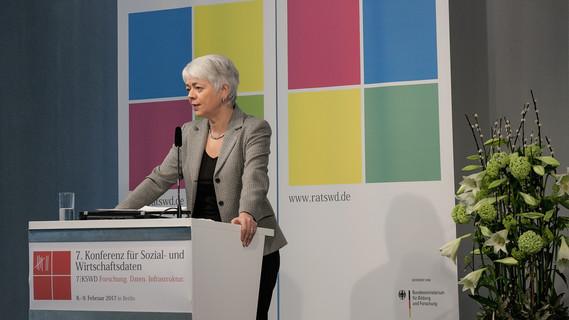Cornelia Quennet-Thielen, Staatssekretärin im Bundesministerium für Bildung und Forschung, während ihrer Rede.