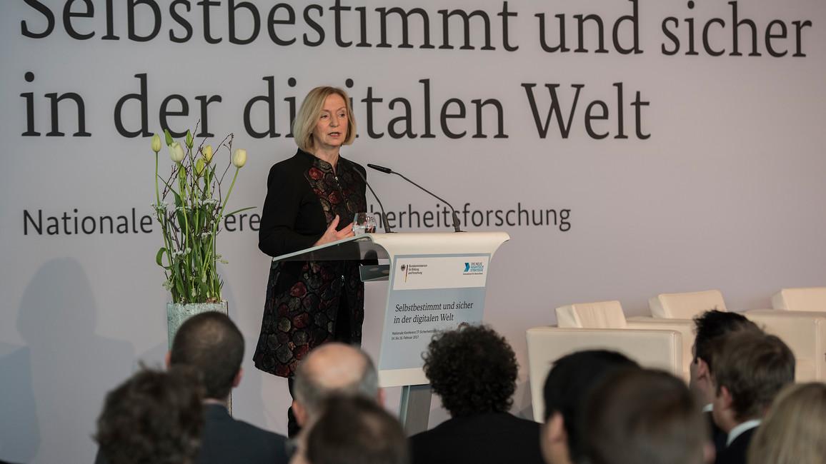 Bundesforschungsministerin Johanna Wanka eröffnet die Konferenz
