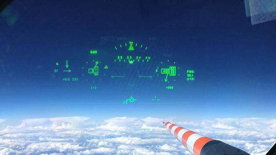 Aus dem Cockpit: HALO-Anflug auf eine Gewitterlinie in Westafrika.