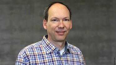 Frank Jülicher ist Direktor am Max-Planck-Institut für Physik komplexer Systeme und Professor für Biophysik an der Technischen Universität Dresden.