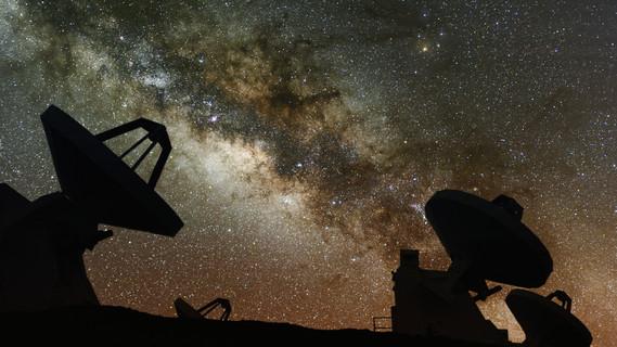 Radioteleskope untersuchen die Milchstraße