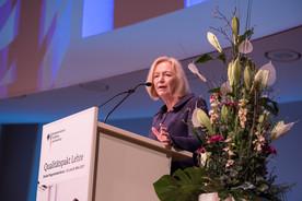 Bundesministerin Johanna Wanka eröffnet die zweite Programmkonferenz zum Qualitätspakt Lehre in Berlin.