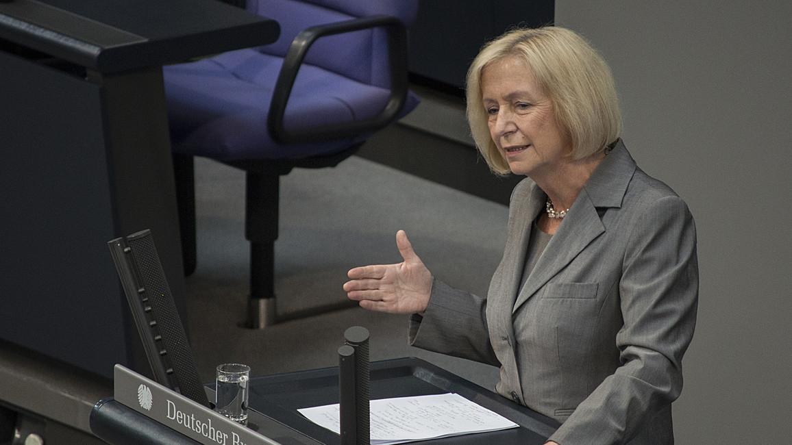 Johanna Wanka, Bundesministerin für Bildung und Forschung, spricht im Deutschen Bundestag