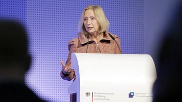 Bundesbildungsministerin Johanna Wanka auf der Fachtagung zur kommunalen Koordinierung von Bildungsangeboten für Neuzugewanderte
