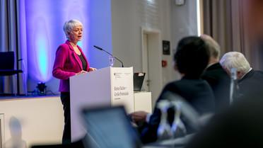 Cornelia Quennet-Thielen, Staatssekretärin im Bundesministerium für Bildung und Forschung, eröffnete die Konferenz.