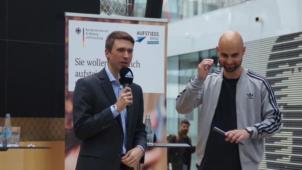Poster zum Video PSt Stefan Müller besucht adidas