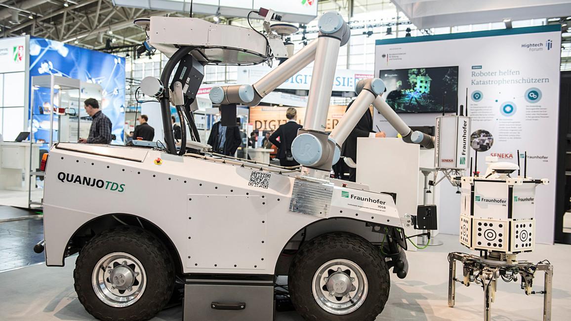 Die autonomen Sensorsonden sowie Boden- und Luftroboter können in Katastrophengebieten eingesetzt und miteinander vernetzt werden. Sie übermitteln präzise Informationen an den Leitstand.