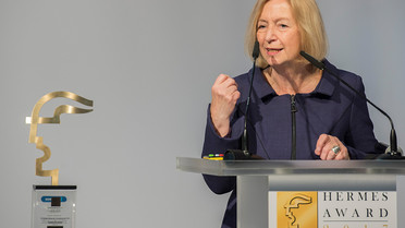 Auf der Hannover Messe verleiht Bundesforschungsministerin Johanna Wanka den Hermes Award, den weltweit höchstdotierten Technologie-Innovationspreis.