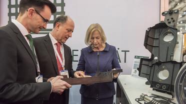 Bundesforschungsministerin Wanka informiert sich über das Projekt
