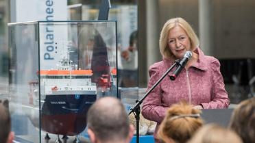 Bundesforschungsministerin Johanna Wanka eröffnet die Ausstellung