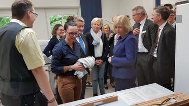 Tag 4: Bundesministerin Johanna Wanka besucht gemeinsam mit Bundesminister Gröhe die Akademie der Augenoptik in Dormagen-Knechtsteden