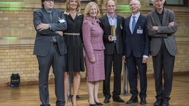 Bundesministerin Johanna Wanka überreicht die Alexander von Humboldt-Professur 2017 an Wolf B. Frommer von der Heinrich-Heine-Universität Düsseldorf