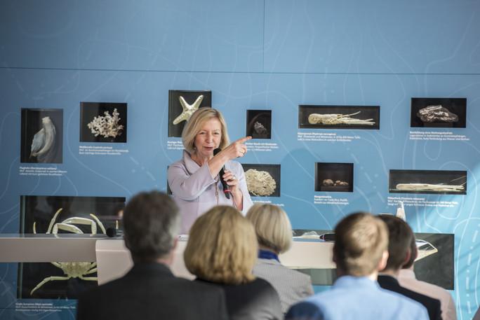 Bundesforschungsministerin Johanna Wanka eröffnet den dritten Teil der Ausstellung