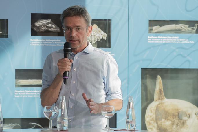 """Die Folgen der Abschwächung des Golfstroms für das Wetter in Europa seien komplex, sagte Stefan Rahmstorf bei der Ausstellungseröffnung. """"Wir beginnen erst, das zu verstehen"""", sagt der Co-Vorsitzende des Forschungsbereichs Erdsystemanalyse am Potsdam-Institut für Klimaforschung."""