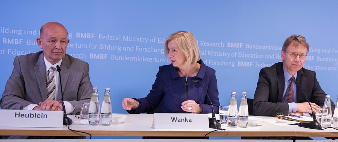 Bundesministerin Wanka stellt die neueste Untersuchung zu Studienabbrechern vor