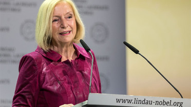 Bundesministerin Johanna Wanka spricht während der Eröffnung