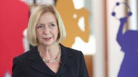 """Poster zum Video """"Kultur macht stark"""": Interview mit Bundesministerin Wanka"""