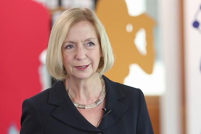 Bundesministerin Prof. Dr. Johanna Wanka beim Interview zum Programm Kultur macht stark