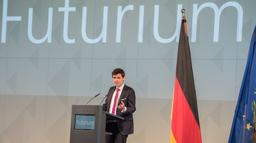 Stefan Brandt (Direktor Futurium) begrüßt die Gäste zur feierlichen Schlüsselübergabe.