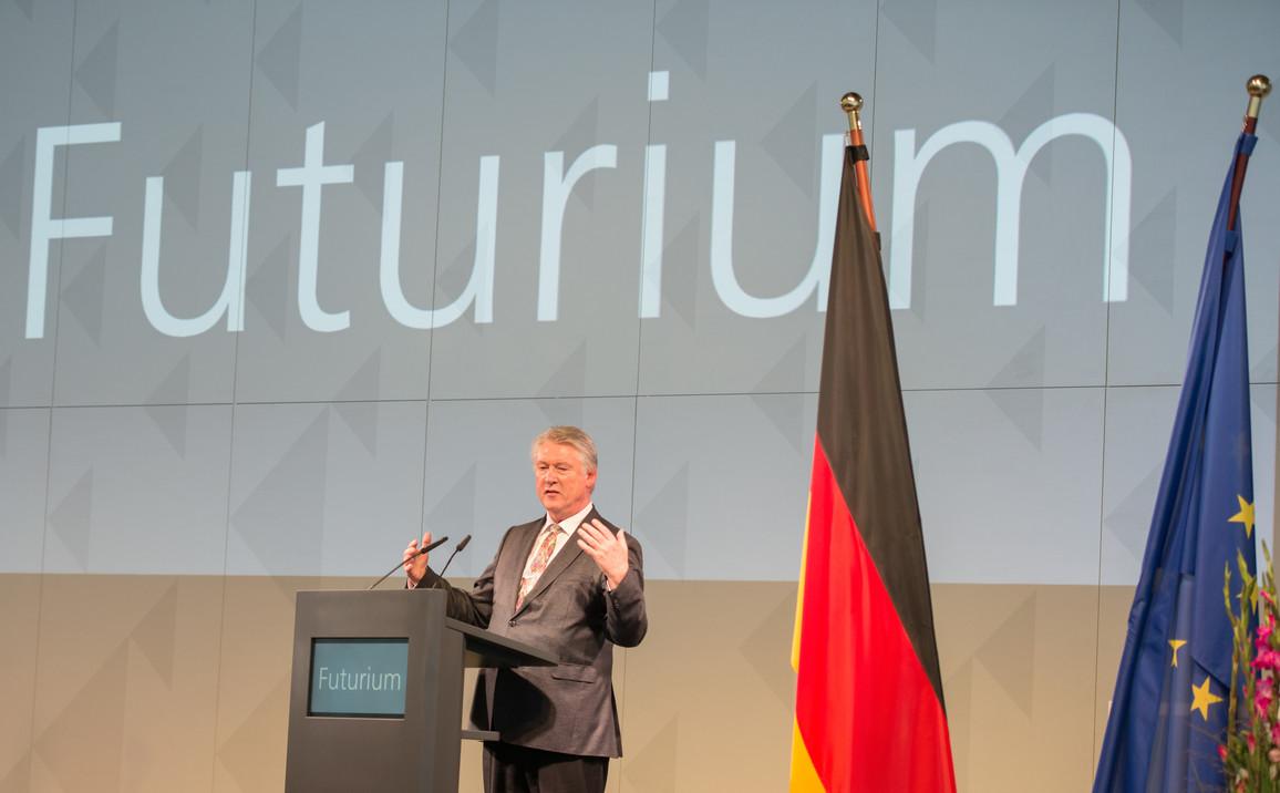 Jürgen Gehb, Vorstandssprecher der Bundesanstalt für Immobilienaufgaben, bedankte sich auch beim Bundesministerium für Bildung und Forschung für die Unterstützung zur Umsetzung des Projektes.