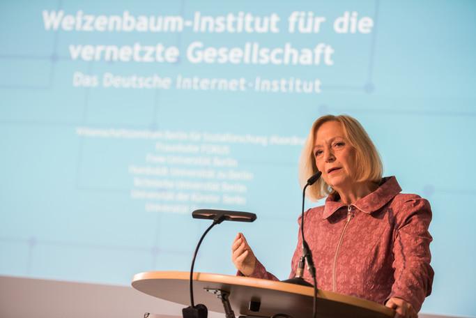 Bundesministerin Johanna Wanka eröffent in Berlin das Weizenbaum-Institut für die vernetzte Gesellschaft (Deutsches Internet-Institut)