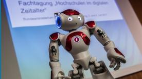 """Poster zum Video Impressionen von der BMBF-Fachtagung """"Hochschulen im digitalen Zeitalter"""""""