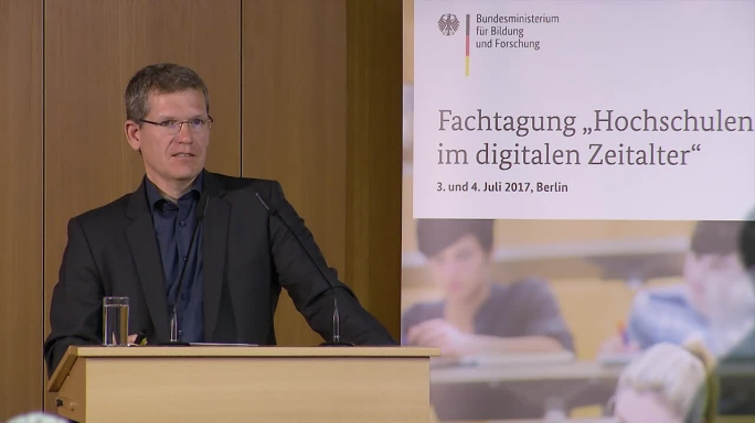 """Poster zum Video """"Digitale Hochschulbildung"""": Keynote von Johannes Heinlein"""
