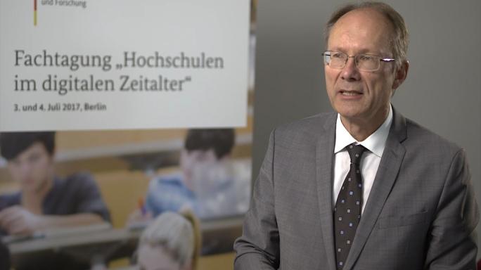 """Poster zum Video """"Digitale Hochschulbildung"""": Experteninterview mit Katrin Haufe-Wadle und Christian Müller (DAAD)"""