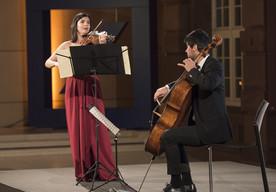 Musikalische Begleitung durch das Streichduo Rimma Benyumova (Violine) und Aram Yagubyan (Cello)