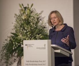 Bundesforschungsministerin Johanna Wanka während ihrer Festrede im Rahmen der Verleihung der Sofja Kovalevskaja-Preise 2017