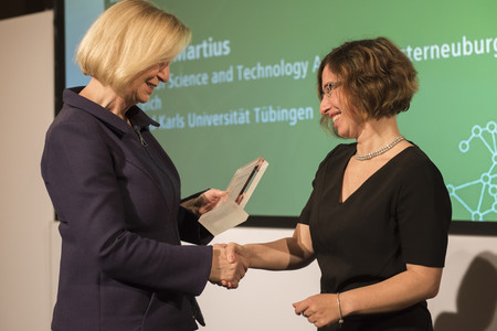 Bundesforschungsministerin Johanna Wanka verleiht den Sofja Kovalevskaja-Preis 2017 an Anna Martius
