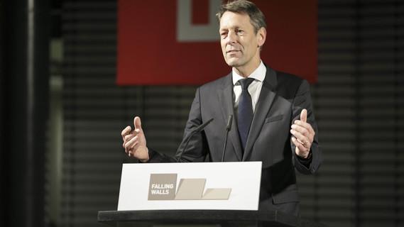 Georg Schütte, Staatssekretär im Bundesministerium für Bildung und Forschung, während seines Grußwortes.