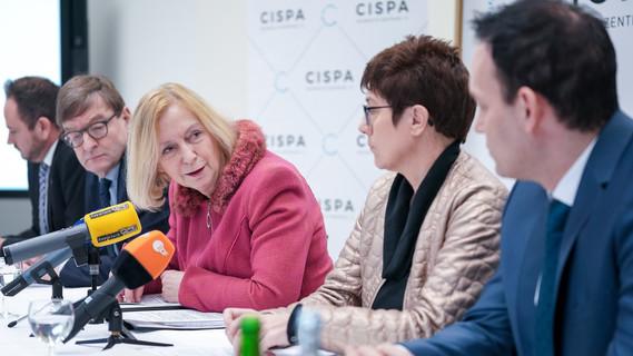 Bundesforschungsministerin Johanna Wanka an der offiziellen Eröffnung des CISPA - Helmholtz-Zentrums in Saarbrücken teil